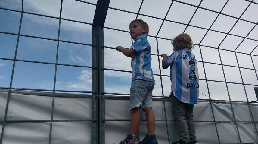 Kinder im Grünwalder Stadion